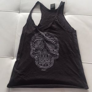 Gray tank top with a white skull on front
